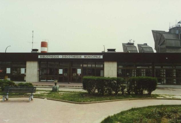 L'ancienne bibliothèque-discothèque centrale dans les années 1980